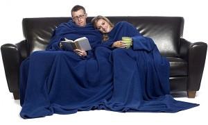 slanket-siamois-bateau-la-couverture-polaire-a-manches-bleu-roi-pour-couple-600x360