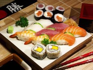 composition-de-sushi-maki-california-roll