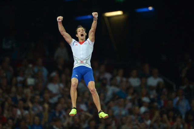 France's Renaud Lavillenie celebrates as he competes in the men's pole vault final at the athletics event of the London 2012 Olympic Games on August 10, 2012 in London. AFP PHOTO / JOHANNES EISELE